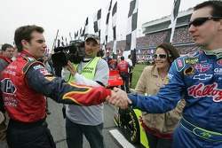 Jeff Gordon wishes good luck to Kyle Busch