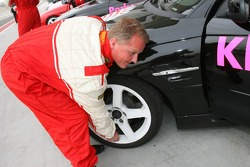 Pro celebrity race: Johnny Herbert