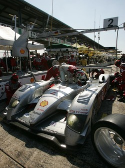 Pitstop for #2 Audi Sport North America Audi R10 TDI Power: Rinaldo Capello, Tom Kristensen, Allan McNish