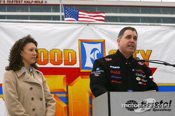 Stephanie Milo of the NASCAR Foundation listens as Tennessee Senator Michael Williams declares May 19, 2006 NASCAR Day in the State Of Tennessee