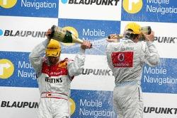Podium: champagne for Bernd Schneider and Heinz-Harald Frentzen