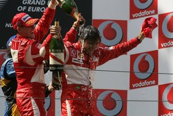 Podium: champagne for Michael Schumacher, Fernando Alonso and Felipe Massa