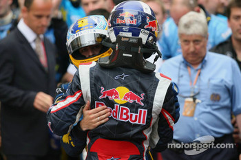 Fernando Alonso celebrates with David Coulthard