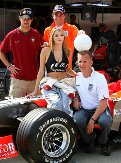Christijan Albers, Tiago Monteiro, Johnny Herbert and Keeley Hazell, F1 2006 Playstation 2 model