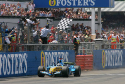 Fernando Alonso takes the checkered flag