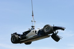 The Williams of Nico Rosberg is airlifted