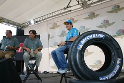 Fernando Alonso talks with Speed TV and fans