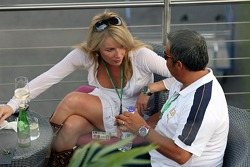 Red Bull chilled Thursday: the sister of test driver Robert Doornbos and manager Marco Zecchi