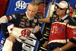 Mark Martin in discussion with crew chief Pat Tryson