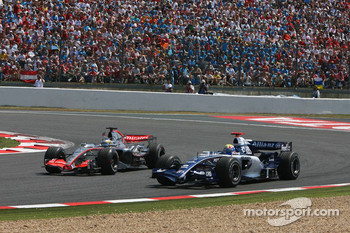 Pedro de la Rosa overtakes Mark Webber