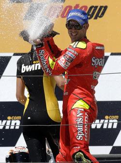 Podium: champagne for Marco Melandri