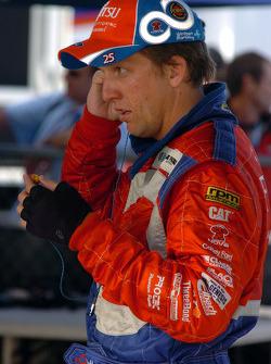 Warren Luff prepares for the race