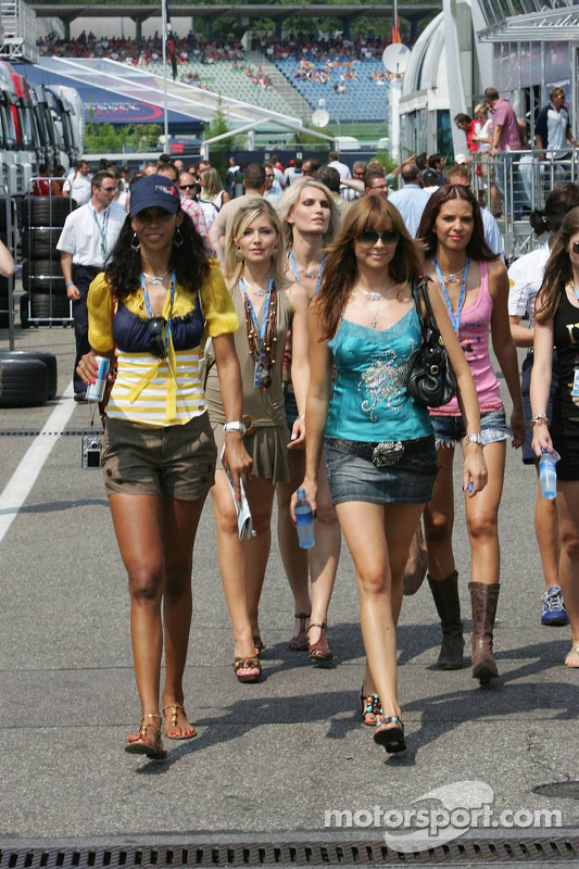 Formula Unas girls: Daniel Gracia, Rebecca Blomgren, Adriana ...