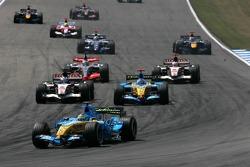 Start: Giancarlo Fisichella, Jenson Button and Fernando Alonso fight for position