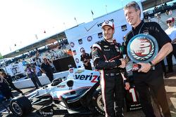 Polesitter Will Power, Team Penske Chevrolet celebrates