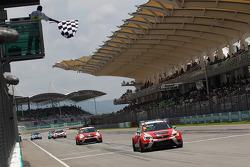 Jordi Gene, Craft Bamboo Racing Seat takes the win