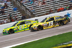 Paul Menard, Richard Childress Racing Chevrolet and Carl Edwards, Joe Gibbs Racing Toyota