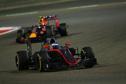 Häkkinen s'attend à plusieurs années sans victoire pour Alonso    F1-bahrain-gp-2015-fernando-alonso-mclaren-mp4-30