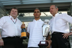 Lewis Hamilton winner 2006 GP2 Championship with Norbert Haug and Ron Dennis