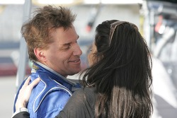 Stefan Johansson kisses his wife