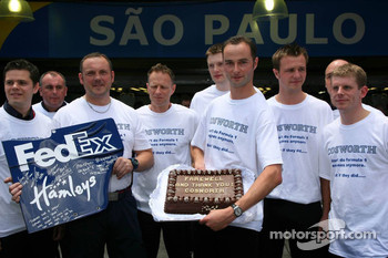 The Cosworth engineers get a cake for there last race with Williams F1