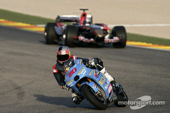 Vitantonio Liuzzi and John Hopkins in an STR1