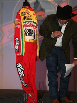 Terry Labonte's driving suit brings $17,000 to charity