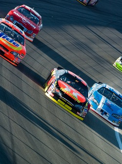 Juan Pablo Montoya leads Travis Kvapil and Kyle Petty