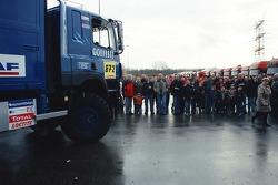 Team de Rooy departure party: fans watch the assistance trucks leave