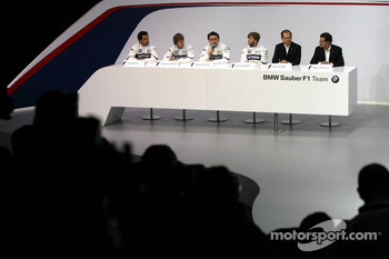 Nick Heidfeld, Robert Kubica, Sebastian Vettel, Timo Glock, Dr. Mario Theissen, BMW Motorsport Director, and Willy Rampf, Chassis Technical Director