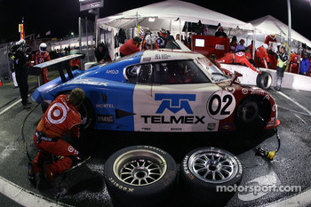 Pitstop for #02 Target Chip Ganassi with Felix Sabates Lexus Riley: Scott Dixon, Dan Wheldon, Memo Rojas