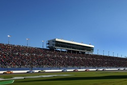 Harvick leads on the Daytona Superstretch