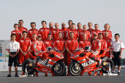 Photoshoot: Loris Capirossi and Casey Stoner pose with Ducati team members