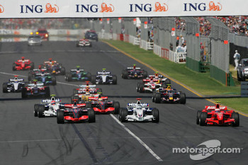Start: Kimi Raikkonen leads
