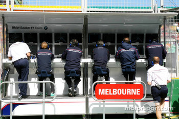 BMW Sauber F1 Team, Pit Gantry