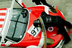 Refuel for #97 BMS Scuderia Italia Porsche 997 GT3 RSR: Emmanuel Collard, Matteo Malucelli