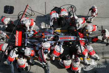 Fernando Alonso, McLaren Mercedes, MP4-22  pitstop