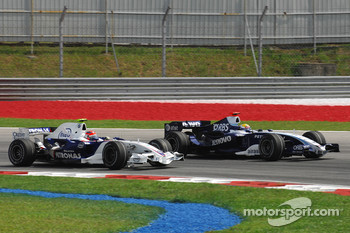 Robert Kubica, BMW Sauber F1 Team, F1.07 and Nico Rosberg, WilliamsF1 Team, FW29
