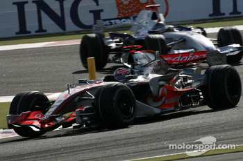 Fernando Alonso, McLaren Mercedes, MP4-22, Nick Heidfeld, BMW Sauber F1 Team, F1.07