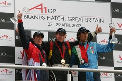 Podium: Robbie Kerr, Driver of A1Team Great Britain, Nico Hulkenberg, Driver of A1Team Germany and Enrico Toccacelo, Driver of A1Team Italy