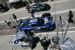Pitstop for #61 Racing Box Saleen S7R: Pier Giuseppe Perazzini, Marco Cioci, Salvatore Tavano