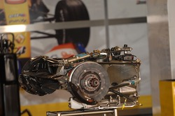 Renault F1 Team, R27, Gearbox