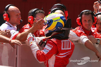 Pole winner Felipe Massa, Scuderia Ferrari celebrates pole position with his team