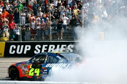 NASCAR-CUP: Race winner Jeff Gordon celebrates