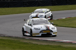 Mat Jackson and James Cole in Motorbase BTCC test