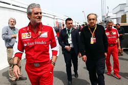Maurizio Arrivabene, Ferrari-teambaas, met Sergio Marchionne, Ferrari-president en CEO van Fiat Chrysler Automobiles