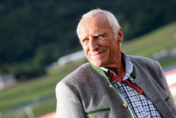 Dietrich Mateschitz, CEO Red Bull op de Legends Parade