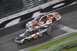 Alex Bowman, Tommy Baldwin Racing Chevrolet and Kevin Harvick, Stewart-Haas Racing Chevrolet