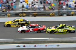 Carl Edwards, Joe Gibbs Racing Toyota,Greg Biffle, Roush Fenway Racing Ford and Paul Menard, Richard Childress Racing Chevrolet