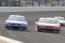 Chase Elliott, Hendrick Motorsports Chevrolet and Austin Dillon, Richard Childress Racing Chevrolet